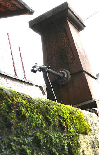 http://scrap.en.folie.free.fr/apourblog/PHOTOoeilvagabond/2contreplong%e9e/3fontaines/fontaine1luminositecontraste.jpg