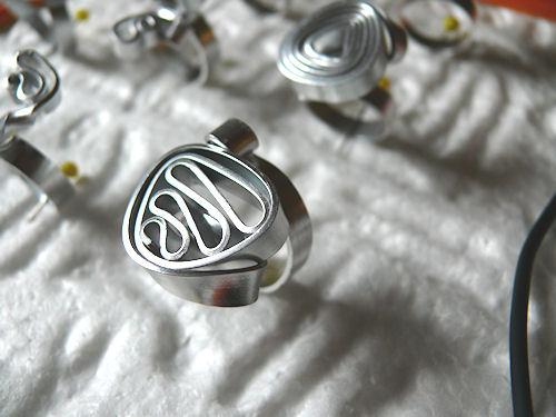 http://scrap.en.folie.free.fr/apourblog/bijoux/2010/GLOBALMARCHE/Image20.jpg
