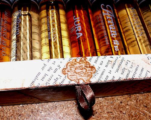 http://scrap.en.folie.free.fr/apourblog/cartonnage/boitewhisky/Image3.jpg
