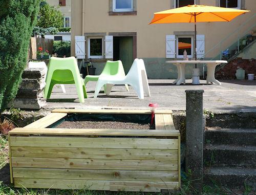 http://scrap.en.folie.free.fr/apourblog/cotejardin/Juin2012/bacboutescalier/Image3.jpg