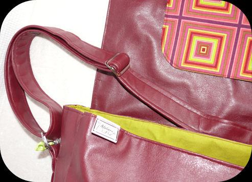 http://scrap.en.folie.free.fr/apourblog/couture/BESACE/SimiliCuirCARREAU/Image18.jpg
