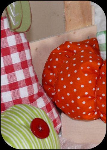 http://scrap.en.folie.free.fr/apourblog/couture/automne/pommechampipoirecitrouille2012/echantillon/Image8.jpg