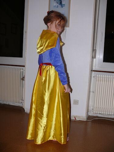 http://scrap.en.folie.free.fr/apourblog/couture/blancheneige/Image10.jpg
