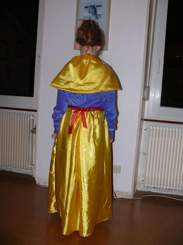 http://scrap.en.folie.free.fr/apourblog/couture/blancheneige/Image11.jpg