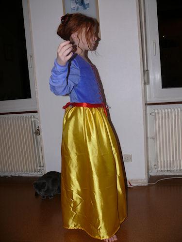 http://scrap.en.folie.free.fr/apourblog/couture/blancheneige/Image15.jpg