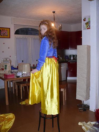 http://scrap.en.folie.free.fr/apourblog/couture/blancheneige/Image4.jpg