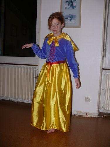 http://scrap.en.folie.free.fr/apourblog/couture/blancheneige/Image9.jpg