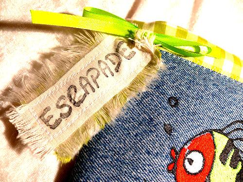 http://scrap.en.folie.free.fr/apourblog/couture/broderie/Nouveau%20dossier/carnetpoissonESCAPADE/Image4.jpg