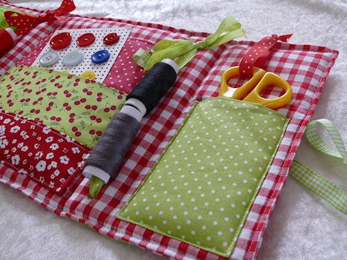 http://scrap.en.folie.free.fr/apourblog/couture/necessaire/Image12.jpg