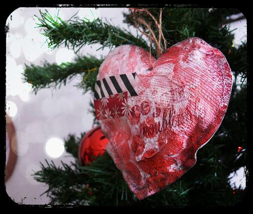 http://scrap.en.folie.free.fr/apourblog/couture/noel2012/coeur5b.jpg