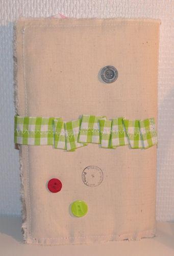 http://scrap.en.folie.free.fr/apourblog/couture/trousseCRICRI_01_12/Image3.jpg