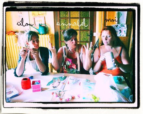 http://scrap.en.folie.free.fr/apourblog/crochet/2012/essaifleurssansmodeleaout12/1.jpg