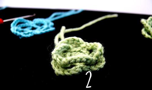 http://scrap.en.folie.free.fr/apourblog/crochet/2012/essaifleurssansmodeleaout12/Image4.jpg