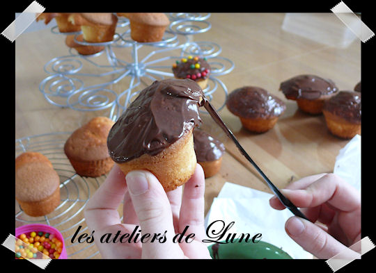 http://scrap.en.folie.free.fr/apourblog/recettes/cupcake/nappagenutnut09_2012/Image4.jpg